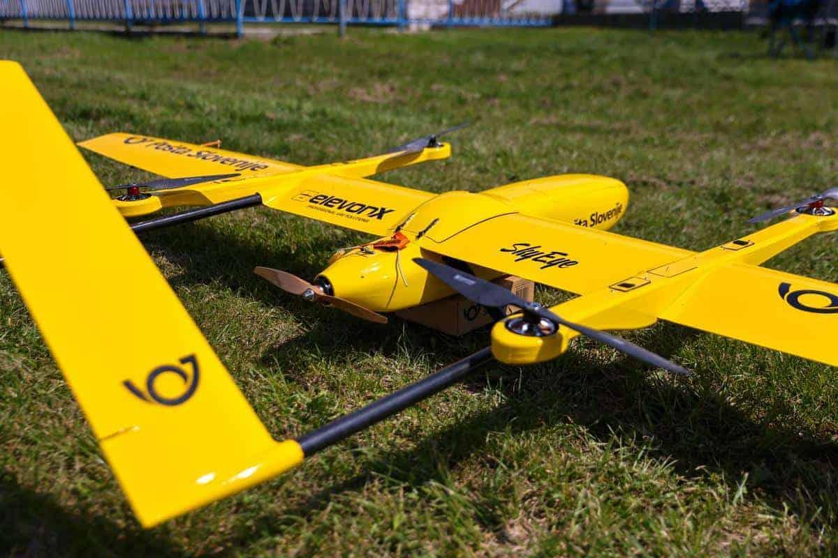 Pošta Slovenije preizkusila dostavo pošiljke z dronom